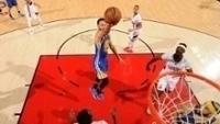 Curry durante vitória dos Warriors sobre os Blazers