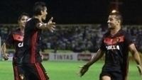 Durval e Diego Souza comemoram gol em jogo pela Copa do Nordeste