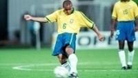 Roberto Carlos em ação pela seleção brasileira