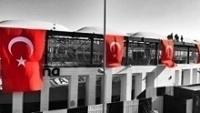 Vodafone Arena, estádio do Besiktas, com bandeiras da Turquia após ataque terrorista