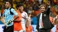 Keylos Navas e Jorge Luis Pinto após a derrota nos pênaltis para a Holanda