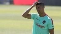 Cristiano Ronaldo lida com um problema extracampo
