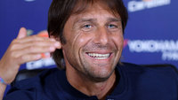 Técnico Antonio Conte durante entrevista coletiva no Chelsea