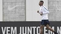Carlinhos em atividade durante treino do Corinthians