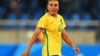 Marta deixa o gramado do Engenhão durante a vitória do Brasil sobre a China