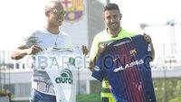 Ferrão e Alan Ruschel trocaram camisas durante encontro em Barcelona