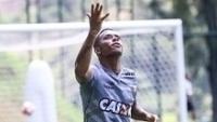 Robinho durante treino do Atlético-MG