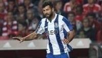Zagueiro Felipe em ação pelo Porto: ida para a Juventus muito próxima