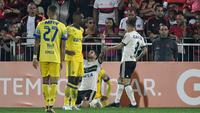 Henrique Almeida comemora gol do Coritiba
