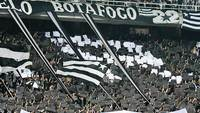 Torcida do Botafogo, no empate com o Flamengo no Nilton Santos