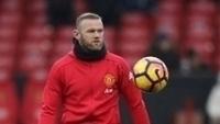 Wayne Rooney, cortado da partida contra o Saint-Étienne