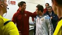 Inimigos? Nada disso! Messi e C. Ronaldo se cumprimentam antes de Argentina x Portugal