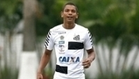 David Braz durante treino do Santos