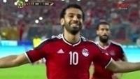 Salah comemora ao marcar o gol da vitória do Egito nas eliminatórias