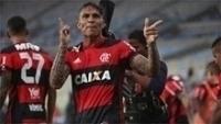Paolo Guerrero comemora um de seus gols na semifinal do Carioca entre Flamengo e Botafogo
