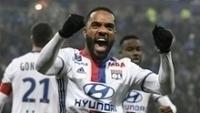 Lacazette comemora gol na vitória sobre o Olympique de Marselha