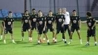 Tite orienta jogadores da seleção brasileira durante treino da equipe