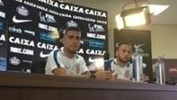 Gabriel e Maycon concedem entrevista coletiva no Corinthians