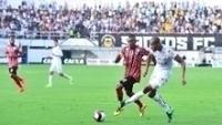 Copete em ação pelo Santos durante confronto contra o Botafogo-SP, na Vila Belmiro