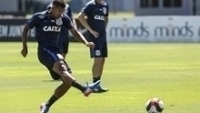 Léo Príncipe finaliza em treino do Corinthians nesta quarta