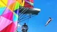Saltador ornamental faz apresentação durante promoção de Paris 2024
