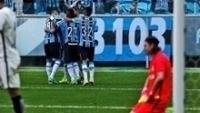 Jogadores do Grêmio comemoram gol na vitória por 3 a 0 sobre o Corinthians