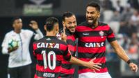Vitória desbancou o Corinthians na Arena e acabou com a invencibilidade do líder