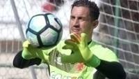 Martin Silva agarra bola em treino do Vasco