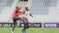 Carlos Alberto treinou no sábado, mas não deve enfrentar o Grêmio