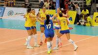 Jogadoras do Brasil comemoram triunfo contra o Peru, em Cali