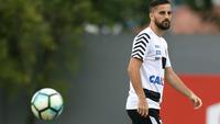 Rafael Longuine, durante treino do Santos