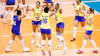 Jogadoras do Brasil comemoram ponto contra a Sérvia