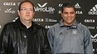 Marcelo Cabo (à dir.) foi apresentado no Figueirense nesta segunda-feira