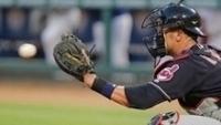 Yan Gomes em ação como catcher do Cleveland Indians na MLB