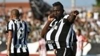 O atacante Joel comemora gol do Botafogo contra o Bangu, no Rio de Janeiro