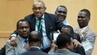 Ahmad Ahmad comemora ao ser eleito à presidência da CAF