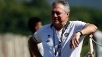 Abel Braga sorri em treino do Fluminense