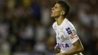 Vitor Bueno comemora gol do Santos