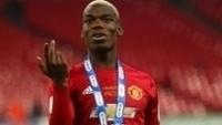 Paul Pobga após o título da Copa da Liga Inglesa com o Manchester United