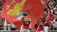 Jogadores do Benfica comemoram gol na goleada sobre o Guimarães
