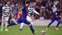 Lionel Messi cobra pênalti pelo Barcelona contra o Eibar pelo Espanhol