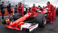 Vettel teve um pneu furado nos momentos finais em Silverstone