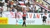 Éverton Santos comemora gol do Santa Cruz contra o Náutico