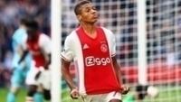 David Neres celebra seu gol, o primeiro pelo Ajax e logo contra o Feyenoord