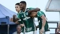 Michel Bastos comemora o primeiro gol pelo Palmeiras