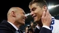 Zinedine Zidane e Cristiano Ronaldo celebram o título espanhol com o Real Madrid