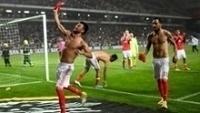 Depois da partida, jogadores do Benfica comemoram a campanha vitoriosa