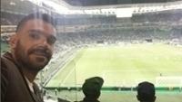 O volante Bruno Henrique acompanhou o duelo Palmeiras x Atlético-GO