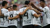 Jogadores do Corinthians comemoram o gol de Balbuena sobre o Fluminense