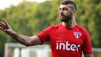 Pratto durante treino do São Paulo: ele está de volta ao time titular após suspensão